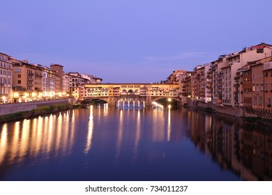 Ponte Vecchio (Old Bridge) in Florence/Firenze, Italy at night