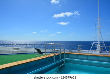 Pool on the ship's bow. Beautiful sea view