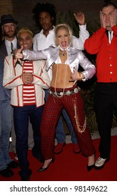 Pop group NO DOUBT with lead singer GWEN STEFANI at the Billboard Music Awards at the MGM Grand, Las Vegas. 04DEC2001.  Paul Smith/Featureflash