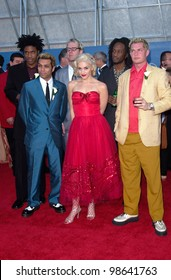 Pop group NO DOUBT with lead singer GWEN STEFANI at the 43rd Annual Grammy Awards in Los Angeles.  21FEB2001.   Paul Smith/Featureflash
