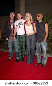Pop group NO DOUBT, starring GWEN STEFANI, at the Billboard Music Awards at the MGM Grand Las Vegas. 05DEC2000.   Paul Smith/Featureflash