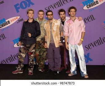 Pop group NSYNC at the 2001 Teen Choice Awards at the Universal Amphitheatre, Hollywood. They won the awards for Choice Single and Choice Concert. 12AUG2001.   Paul Smith/Featureflash