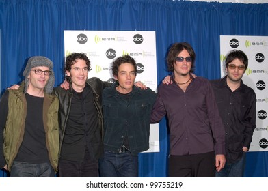 Pop group WALLFLOWERS, with lead singer JACOB DYLAN (son of Bob Dylan) (centre), at the Radio Music Awards at the Aladdin Hotel & Casino, Las Vegas.  04NOV2000.   Paul Smith / Featureflash