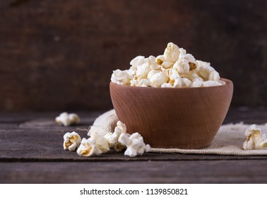 popcorn in bowl on the wooden table
