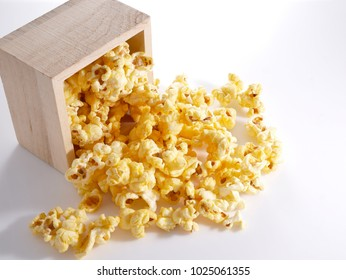 Popcorn caramel flavor delicious, sweet to eat all ages.