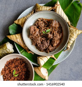 Popular food for breaking fast during Ramadan / Ramadan Food / Food like lemang, ketupat palas, beef and chicken rendang and serunding are commonly eaten together