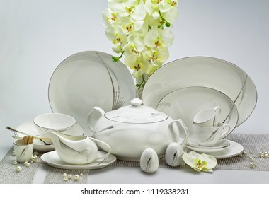 Porcelain dinnerware and kitchenware