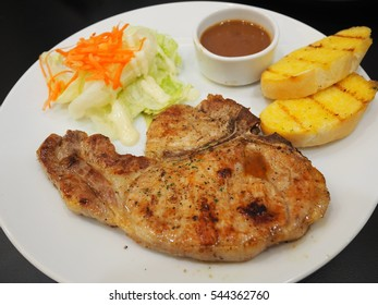 pork chop steak and black pepper gravy with bread and salad