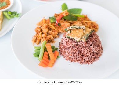 pork panning curry with berry rice and omelet - healthy food