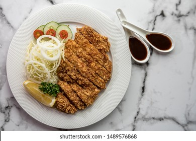 Pork tonkatsu served with lettuce And delicious gravy Is a national food that is good for health, Pork tonkatsu