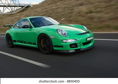 Porsche GT3 RS In Motion Front-on