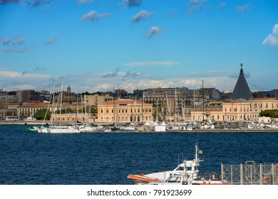 The port of the city of Syracuse (Siracusa) seen from the Ortygia Island (Isola di Ortigia) with the Mediterranean Sea. Sicily Italy Europe