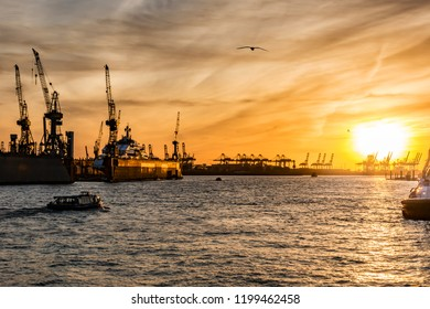 the port of hamburg in the evening