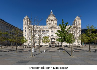 """Port of Liverpool Building. One of the famous """"Three Graces"""" buildings at the Pier Head, Liverpool, England, United Kingdom"""