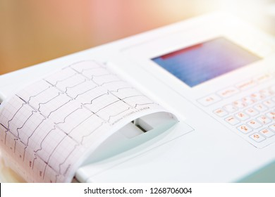 Portable medical equipment for ECG with monitor