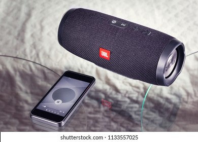 portable speaker JBL produces music from the mobile phone - January 16, 2018