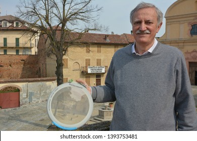 PORTACOMARO D'ASTI, ITALY - MAY 5, 2018: Valter Pierini, the mayor of the town of the distant Italian relatives of Pope Francis, is showing a dish symbolizing the village.