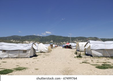 PORT-AU-PRINCE - AUGUST 30: Kites flying in one of the tent city  in Port-Au-Prince, Haiti on August 30, 2010.