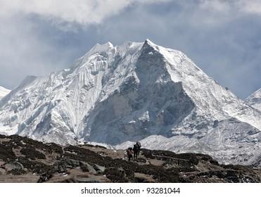 Porters near Island peak (6189 m) in district Mt. Everest - Nepal, Himalayas