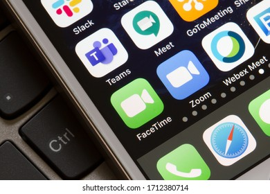 Portland, OR, USA - Apr 23, 2020: Mobile app icons of FaceTime, Microsoft Teams, Google Hangouts Meet, Zoom, and Cisco Webex Meetings are seen on an iPhone. FaceTime calls are encrypted end-to-end.