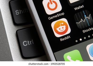 Portland, OR, USA - Jan 27, 2021: The mobile app icons of Reddit and GameStop are seen on an iPhone. GameStop's stock soars as small traders from a Reddit group team up against big institutions.