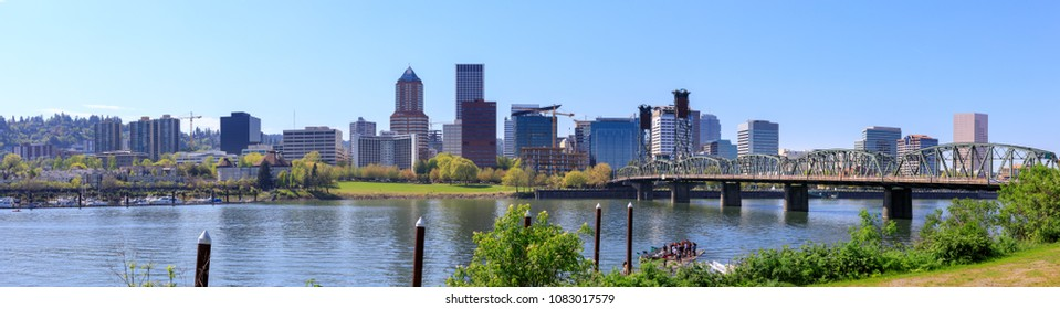Portland, Oregon, USA - April 27, 2018 : Waterfront Park with Hawthorne Bridge on the Willamette River in downtown Portland, Oregon