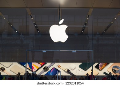 Portland, Oregon, USA - Nov 16, 2018: Apple Pioneer Place store on SW Yamhill Street.
