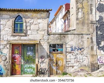 Porto has forgotten houses everywhere