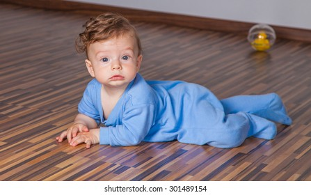 Portrait of a 7 months old baby boy at home.