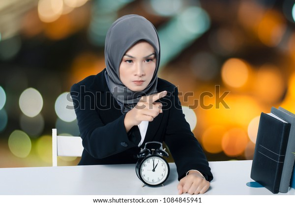 Portrait angry annoyed young businesswoman gesturing pointing finger at you