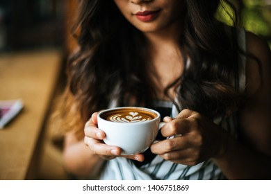 Portrait asian woman smiling relax in coffee shop cafe