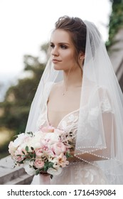 Portrait of a beautiful bride in wedding dress