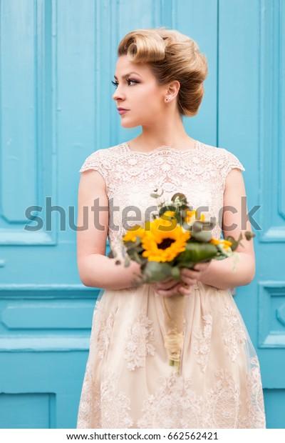 Portrait Beautiful Bride Wedding Dress Holding People Beauty
