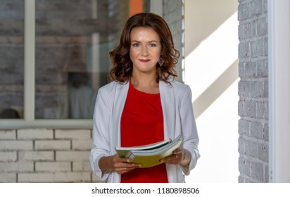 Portrait of a beautiful business woman in the office