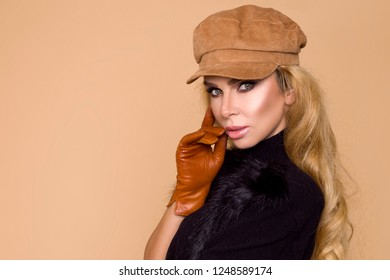 643b663b2017c6 Portrait of a beautiful female model in a autumn-winter clothing, beret and  leather