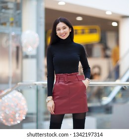 Portrait of beautiful happy stylish woman walking in city shopping center. Fashion woman lifestyle. Woman style, trendy outfit.