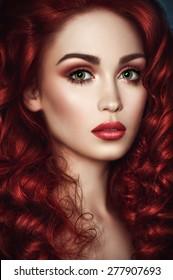 Mit grünen und augen haaren roten mädchen Blond grüne