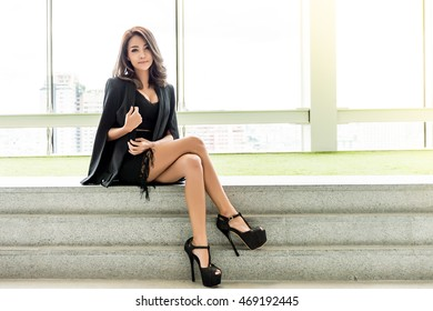 Portrait of beautiful stylish young business woman