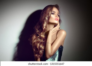 Subway glamour nylon brunette