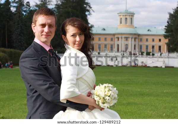 Portrait of bride and groom in Arkhangelskoe