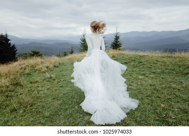 portrait of the bride in the mountains