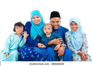 Portrait of a cheerful malay family