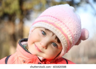 Portrait of a child in winter clothes.