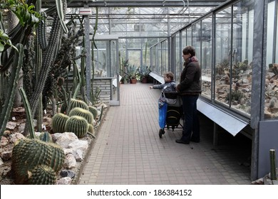 Portrait of family at a botanical garden