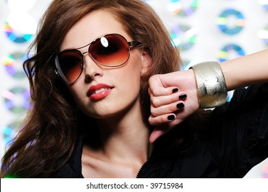 Portrait of fashion glamour beautiful brunette girl in the modern sunglasses