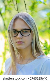 Portrait of a girl in glasses in a Park