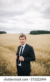 Portrait of the groom in a field