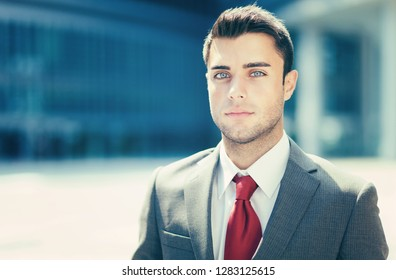 Portrait of an handsome young manager outdoor in the city