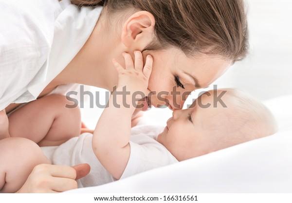 Ritratto di madre felice e bambino