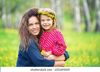 Portrait of happy mother and little daughter in spring park
